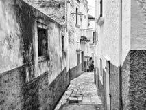 Typische oude straat in Peschici, Apulia, Italië Stock Afbeelding