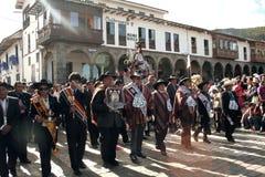 Typische Parade an Paucartambos religiösem Fest von Virgen Del Carmen lizenzfreie stockfotos