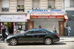 Typische Paris-Straße Lizenzfreies Stockfoto