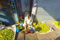 Typische plantaardige straatmarkt Royalty-vrije Stock Afbeeldingen