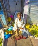 Typische plantaardige straatmarkt Stock Foto's