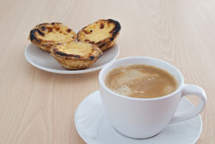 Typische Portugese gebakjes stock afbeelding
