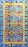 Typische portugiesische alte keramische Wand deckt Azulejos, Portugal mit Ziegeln Stockfoto