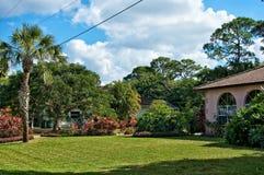 Typische südliche Florida-Nachbarschaft Lizenzfreies Stockfoto