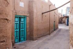 Typische schmale Gasse in Yazd Stockfoto