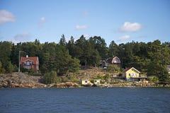 Typische schwedische Ferienhäuser Stockbild