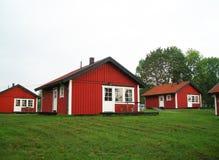 Typische schwedische rote Häuser Stockbild