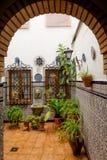 Typische Spaanse Binnenplaats stock afbeeldingen