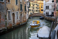Typische Stadtlandschaft von altem Venedig Stockbilder
