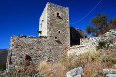 Typische Steinturm-hausruinen in Vathia, Mani lizenzfreie stockfotos