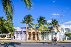 Typische Straße, Cienfuegos, Kuba lizenzfreie stockfotos
