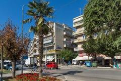 Typische Straße in der Stadt von Alexandroupoli, von Ost-Mazedonien und von Thrakien, Griechenland Lizenzfreie Stockfotografie