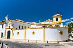 Typische Straße in Faro, Portugal Lizenzfreie Stockfotos