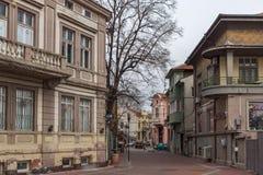 Typische Straße und Gebäude in der Mitte der Stadt von Plowdiw, Bulgarien stockbilder
