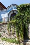 Typische Straße und Häuser vom Zeitraum der bulgarischen Wiederbelebung in der alten Stadt der Stadt von Plowdiw, lizenzfreies stockbild