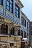 Typische Straße und Häuser vom Zeitraum der bulgarischen Wiederbelebung in der alten Stadt der Stadt von Plowdiw, stockbild