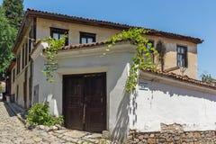 Typische Straße und Häuser vom Zeitraum der bulgarischen Wiederbelebung in der alten Stadt der Stadt von Plowdiw, stockfotografie