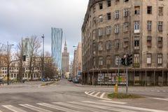 Typische Straßenansicht mit Palast der Kultur in der Mitte Bewölkter Wintertag lizenzfreie stockfotografie