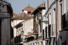 Typische straat in Granada Spanje Stock Afbeeldingen
