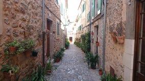 Typische straat in Valldemossa stock foto