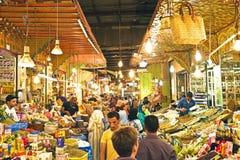 Typische straatmarkt in oude medina van Fes, Marokko, Afrika Stock Foto