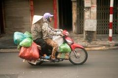 Typische straatventer in Hanoi, Vietnam Stock Foto