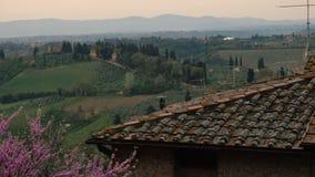 Typische toskanische Landschaft mit den schönen grünen Hügeln 16 stock footage