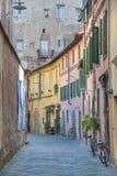 Typische toskanische Straße, Lucca Stockbilder