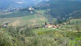 Typische Tuscanian-Landschaft mit den schönen grünen Hügeln stock video footage