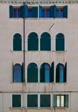 Typische venetianische Fenster Stockfotografie