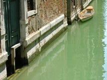 Typische Wasserstraße, Venedig, Italien Stockbild