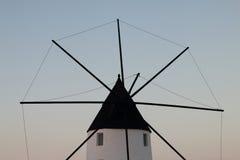 Typische Windmühle in San Pedro del Pinatar, in Murcia, Spanien Lizenzfreies Stockbild