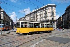 Typischer Förderwagen (Straßenbahnwagen, Laufkatze) im Mailand-Quadrat Stockfotografie