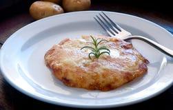 Typischer Friulian Teller Frico basiert auf Kartoffeln und Käse Stockfoto