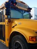Typischer gelber Schulbus stockfotos