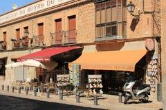 Typischer Handwerksshop in der mittelalterlichen Stadt von Toledo in Spanien stockbilder