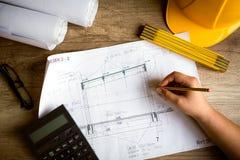 Typischer Ingenieurarbeitsplatz Lizenzfreies Stockfoto