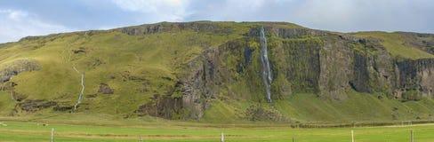 Typischer isländischer Bergabhang nahe aouthern Ring Road Lizenzfreies Stockbild