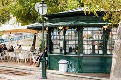 Typischer Lissabon-Kiosk Stockfotografie