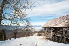 Typischer Slowene verschüttete in den Bergen Stockbild