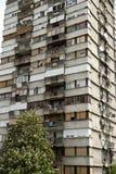 Typischer sozialistischer Block in Serbien Lizenzfreie Stockbilder