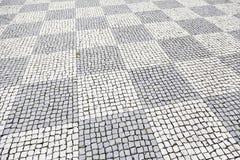 Typischer Steinboden von Lissabon Stockfotos