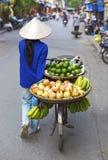 Typischer Straßenhändler in Hanoi Stockfotografie