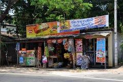 Typischer Straßenrandshop in Sri Lanka Lizenzfreies Stockfoto