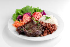 Typischer Teller von Brasilien, von Reis und von Bohnen Stockbild