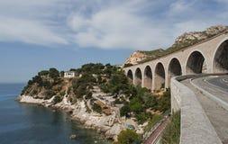 Typischer Viaduct an der französischen Südküste Stockbild