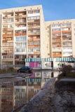 Typischer Wohnblock in den Vororten von tyumen Stockbild