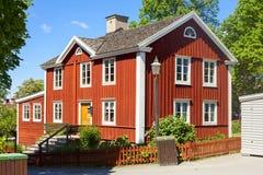 Typisches altes Haus skansen herein Garten stockbild