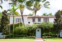 Typisches altes zweistöckiges Haus im Miami Beach lizenzfreie stockfotografie