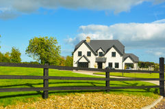 Typisches Bauernhofhaus in Irland Stockfotos